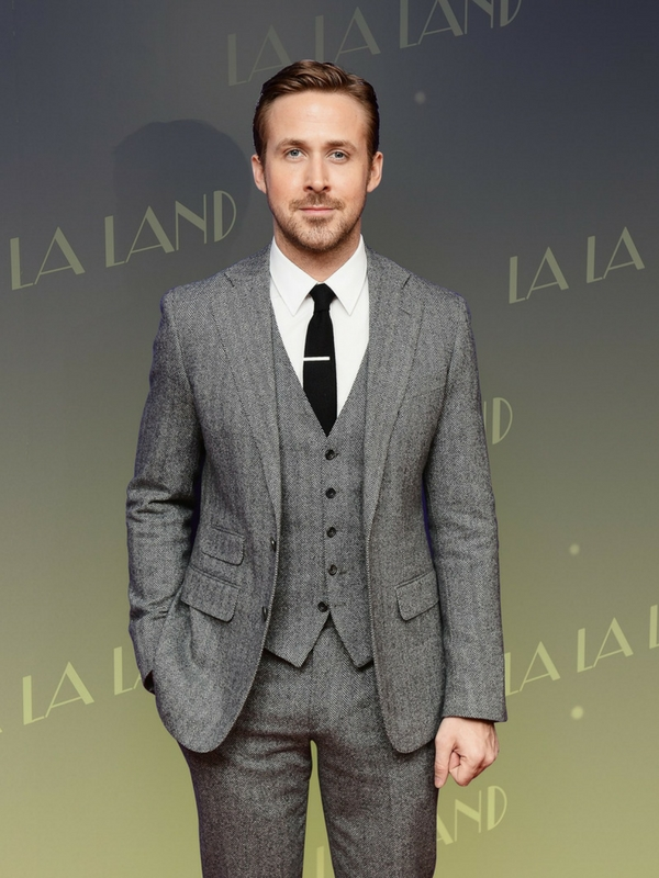 Ryan Gosling looks fantastic in this mid-grey suit. The look would be even more flattering with a lighter tie.