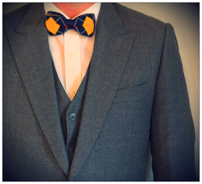 A bow tie with a mid grey flannel worsted.